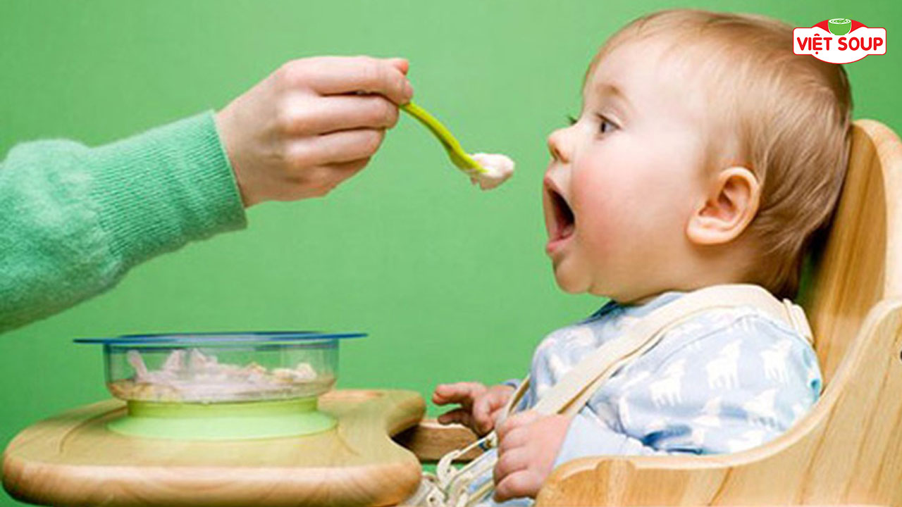 Thói quen trước khi ngủ cho trẻ ăn cháo có tốt không?